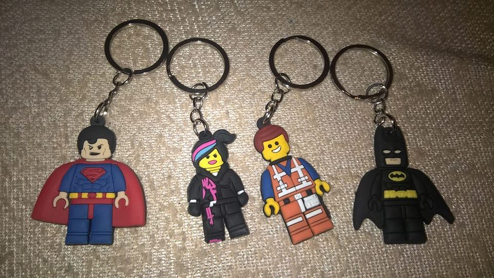 1pcs Superhero Keychain Aciton Figure Key Ring Anime Key Chain Batman Spiderman Key Holder Kids Gift Accessory Trinkets in Key Chains from Jewelry Accessories