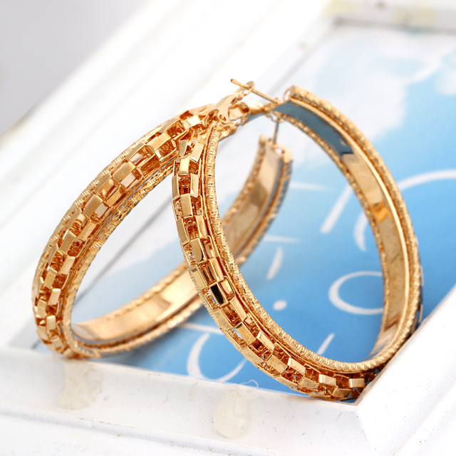 Minhin Las Graceful Hoop Earrings Gold Color Alloy Personality Costume Ear Accessory Fashion Design