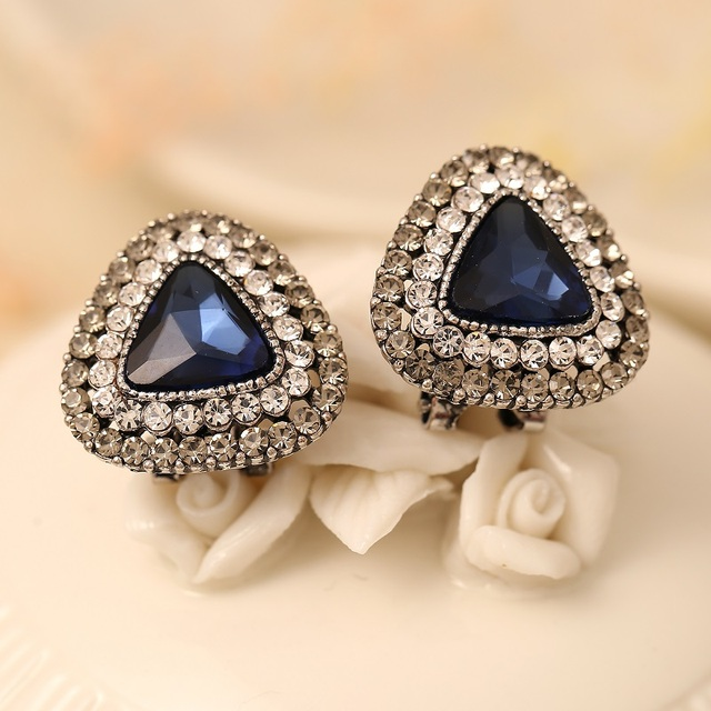 Vintage Style Triangular Crystal Stud Earrings Gold Color Preserving Artificial Diamonds Women New Fashion
