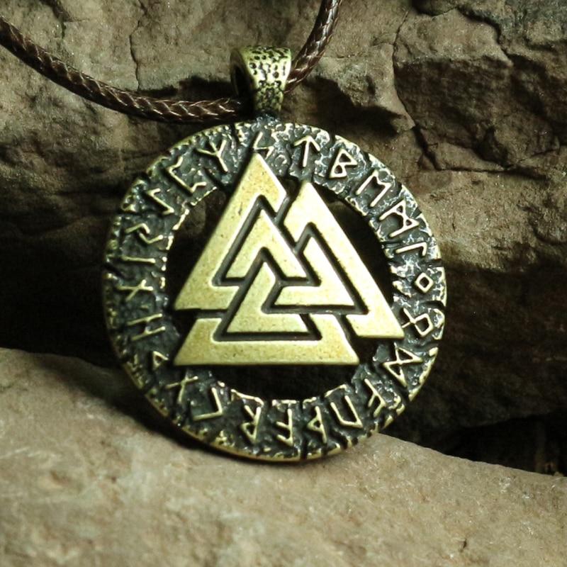Prix pour 1 pcs Slave Norvège Valknut païen amulette pendentif Hommes collier Scandinave Viking bijoux Symbole de Odin de Norse Viking Guerrier
