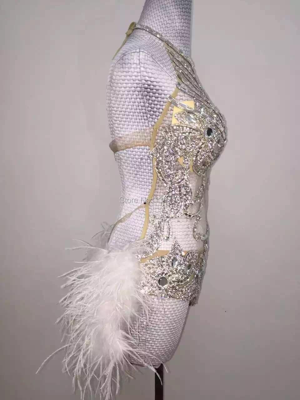 Glisten Argent Paillettes Body Strass Plume Justaucorps Costume D anniversaire  Célébrer Outfit Femmes Stade Vêtements de Performance dans Combinaisons de  ... 348e1a0a9b2