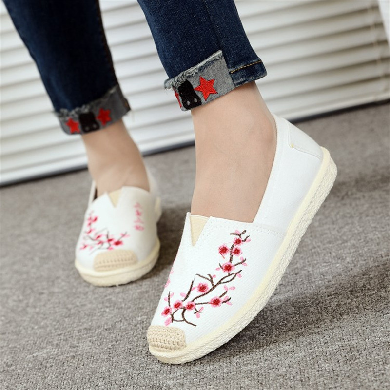 D Knight Brand 3D Flowers Appliques Women Linen Slip on Ballet Flats Breathable Fabric Lady Casual Chinese White Shoes BallerinaD Knight Brand 3D Flowers Appliques Women Linen Slip on Ballet Flats Breathable Fabric Lady Casual Chinese White Shoes Ballerina