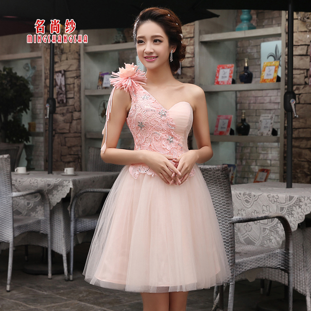c5ef1dd2e5a New Design Lace Flower One Shoulder Ball Gown Knee Length Bridesmaid Dress  Elegant Sweetheart Short Prom Dress