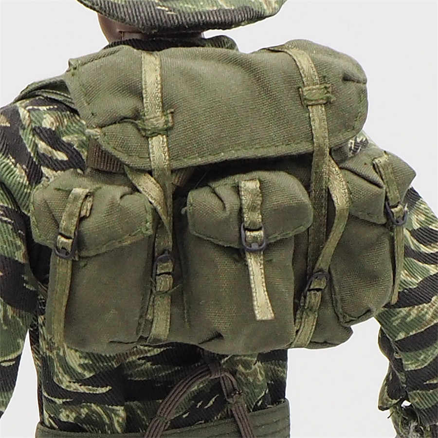 1//6 scale toy Female Soldier Desert Camo Backpack