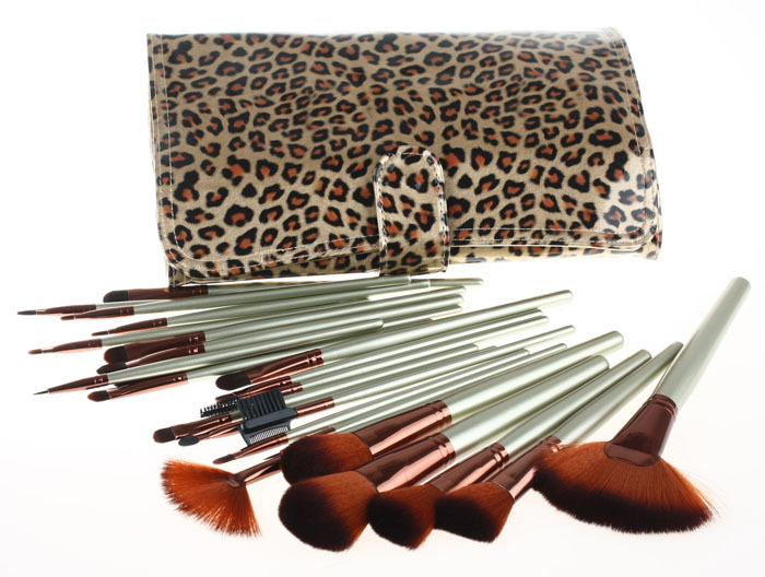 ISMINE 24PCS/ Set new fashion professional nylon makeup brushes set  with free leopard grain comestic bag ISMINE brand makeup retail wholesale dragon ball z super saiyan goku son gokou boxed pvc action figure model collection toy gift