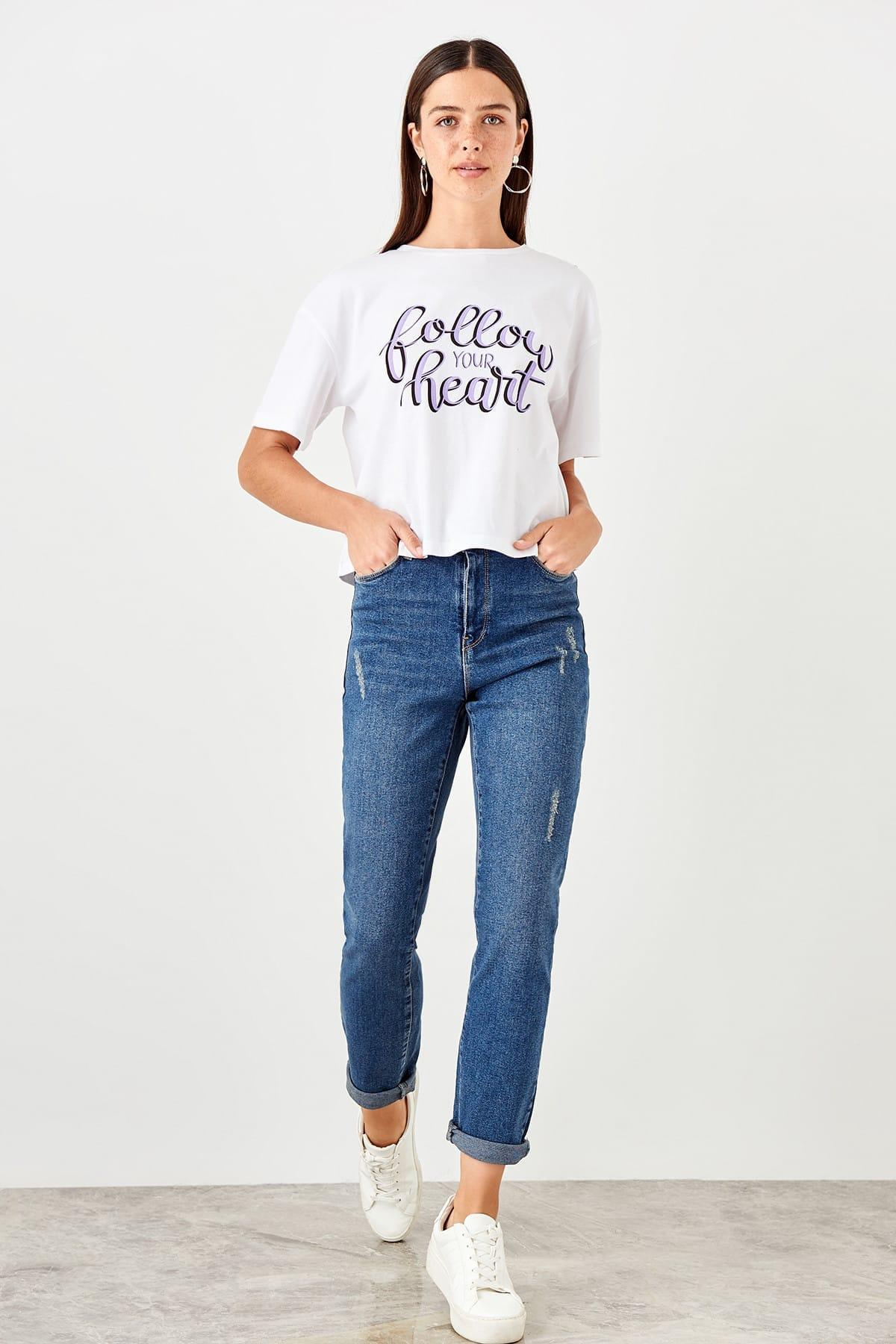Trendyol Blue Yıpratmalı High Waist Slim Mom Jeans TWOAW20JE0010