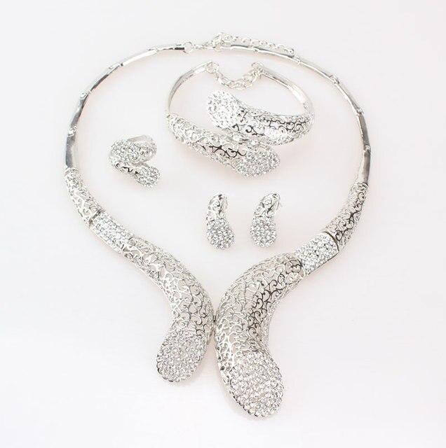 комплект из колье серёг и кольца с кристаллами фотография