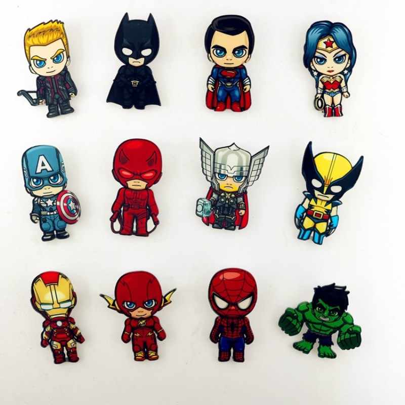 1pcs Superhero Distintivi e Simboli Deadpool Spiderman Wonder Woman Superman Batman Acrilico Spille con pin Harley Quinn Distintivo Spille