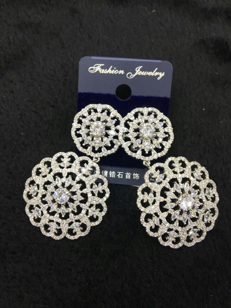 Yulaili nouveau Design exquis bijoux en or définit le collier des femmes africaines de luxe élégant ensemble de bijoux de mariage.