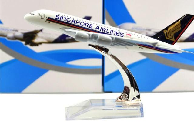 Size 1:400 plane model A380 Singapore Airlines aircraft A380 Metal  simulation airplane model for kid toys Christmas gift