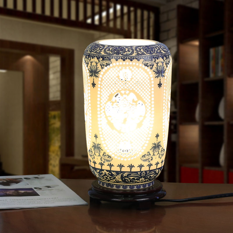 Blau Chinesische Handgemachte Porzellan Tischlampen Hohle Heraus Holz Basis Fr Schlafzimmer Wohnzimmer Beleuchtung Schreibtisch