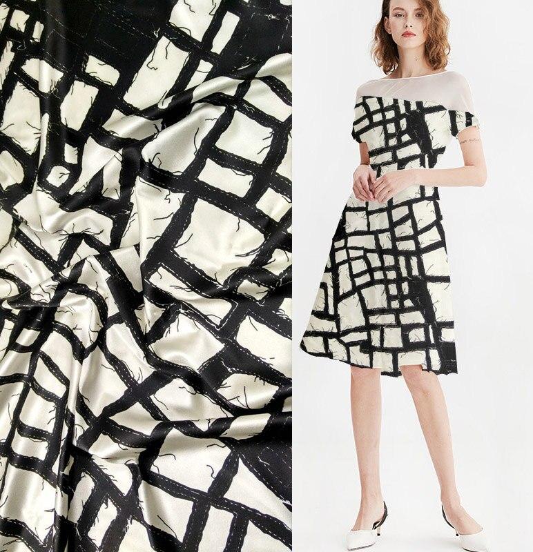 Telas de mode Large 19 moomin 97% Mûrier Soie satin tissu Pour la Robe Tissu lisse élastique tissu blanc patch fleurs spécial