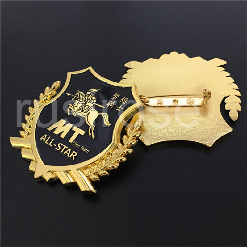 Personality 3D wheat ear riding horse badge custom, ODM high quality gold metal badge, back security pin