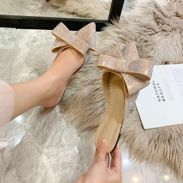 Sandálias femininas meia chinelos de bico ponteagudo, roupa feminina de verão, sapatos baixos e preguiçosos de strass, nova moda, 2019
