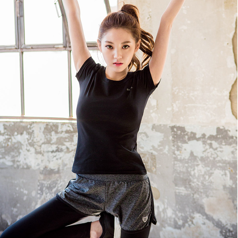 2018 spot Korean new training clothes in spring and summer comfortable breathable yoga clothes exercise fitness leave two pants