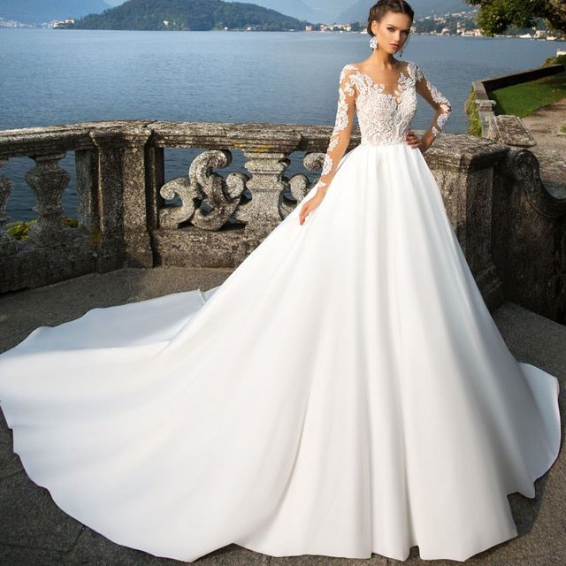 Long Sleeves Bridal Dresses Appliques Lace Scoop Neck with Satin Skirt Back Zipepr and Button Wedding