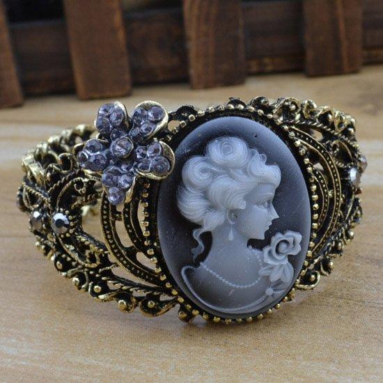 Vintage costume jewelry Europe relief head portrait ...