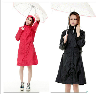3bf6595e2cd13 Estilo Europeo largo Chubasqueros burbe rry mujeres Trencas negro chaqueta  al aire libre impermeable Niñas ropa mujer capa de lluvia en Impermeables de  ...