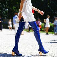 2018 супер горячий синий Лакированная кожа Для женщин пикантная высокая обувь до бедра с острым носком красочные кристалл на не сужающемся кн