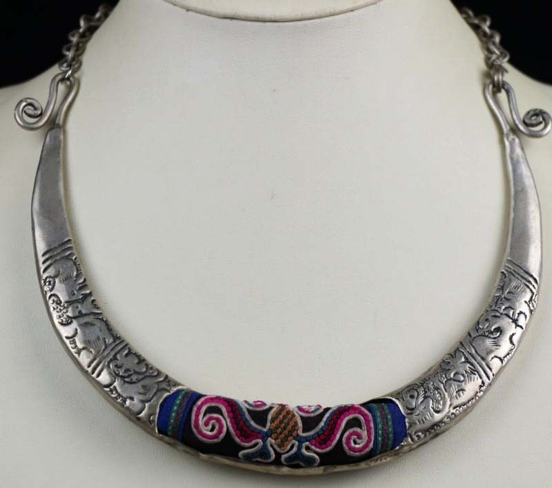 цена на Tribal exotic chinese minority people's old hand embroidery miao silver necklace
