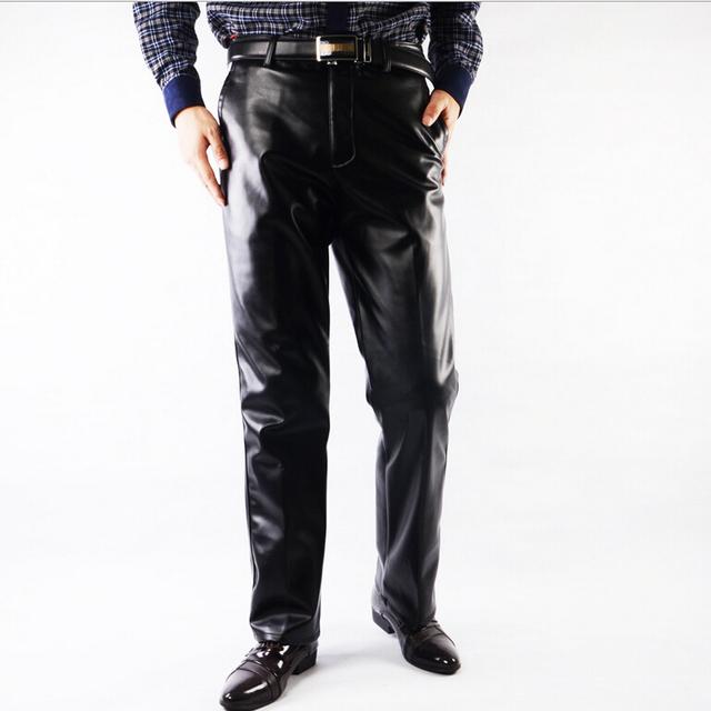 Mens Pantalones de Cuero de Imitación de Cuero Negro de LA PU Material de Color Negro Grueso Motocicleta Pantalones de Cuero de Imitación Para Los Hombres Grandes del Tamaño 30-42