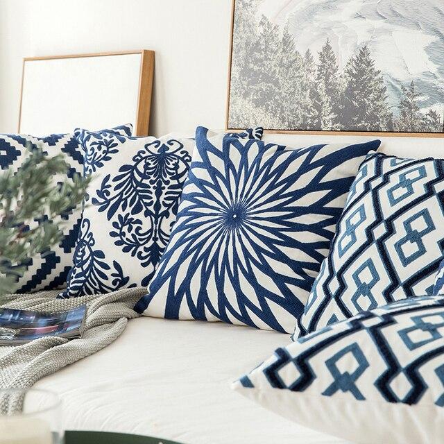 housse de coussin avec motif géométrique bleu