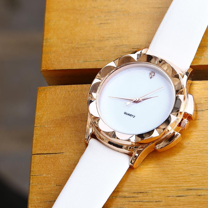 BGG Gloednieuwe 2018 Mode Quartz Horloge Vrouwen Horloges Dames - Dameshorloges - Foto 6