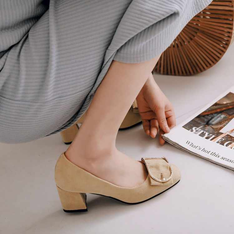Ukuran Besar Wanita Sepatu Hak Tinggi Sepatu Wanita Pompa Dekorasi Logam Kasar Bertumit Sepatu Tunggal