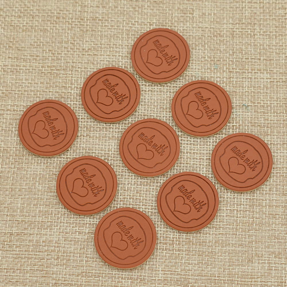 50pcs Handmade With Love Rose Flower Pattern Faux PU Leather Label For DIY Craft Bag Garment Hat Sewing On Cloth Tags