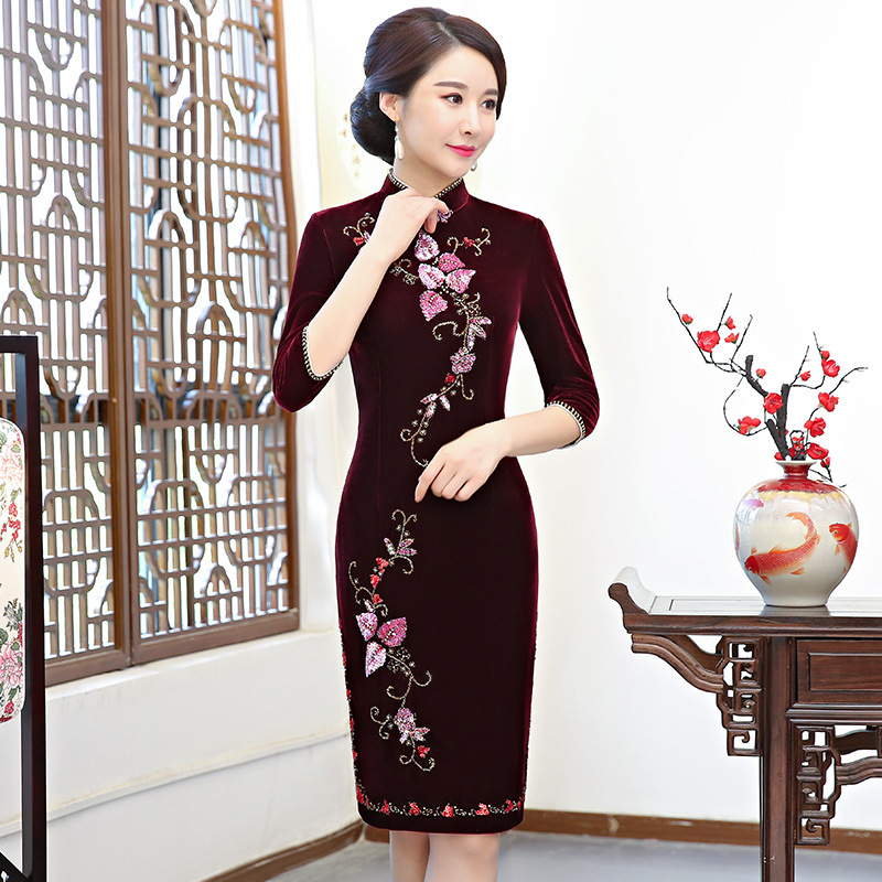 Autumn Velvet Chinese Style Mother Dress Vintage Chinese Women Floral  Beaded Qipao Slim New Cheongsam Lady Gift Oversize 4XL abaa3ffa7168