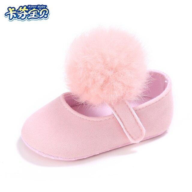41929c82956e4 Nouveau-né Berceau Chaussures Infantile Filles Boules de Poils fond Mou  Premiers Marcheurs enfant en