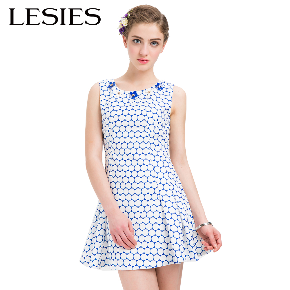 hey are many kinds of dresses that you can nail this season with a pair of wedges, canvas shoes or sandals, for example, short A-line dresses, empire waist dresses, Sleeveless dresses and so on. They are many beautiful summer dresses that you can wear at night.