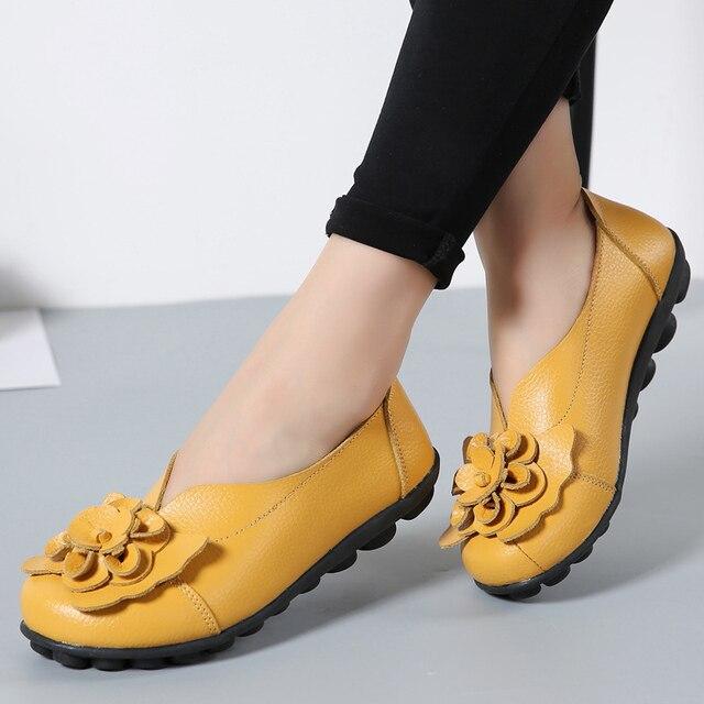 a52e66e56 أزياء النساء أحذية الصلبة 11 الألوان زهرة حقيقية أحذية من الجلد امرأة  الانزلاق على المتسكعون أحذية نسائية زائد حجم 35-44