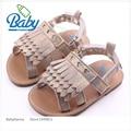 2017 Moda Bebé Recién Nacido Mocasines Bebé Sandalias Planas Con Girl Walker Zapato de Goma De Alta Calidad Al Aire Libre de Plata/Oro 11-13 cm