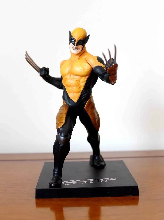 Free Shipping 7 X-MEN Movie The Wolverine Comics Yellow Cloth Ver.  Boxed 18cm PVC Action Figure Collection Model Doll Toy free shipping 6 comics dc superhero shfiguarts batman injustice ver boxed 16cm pvc action figure collection model doll toy