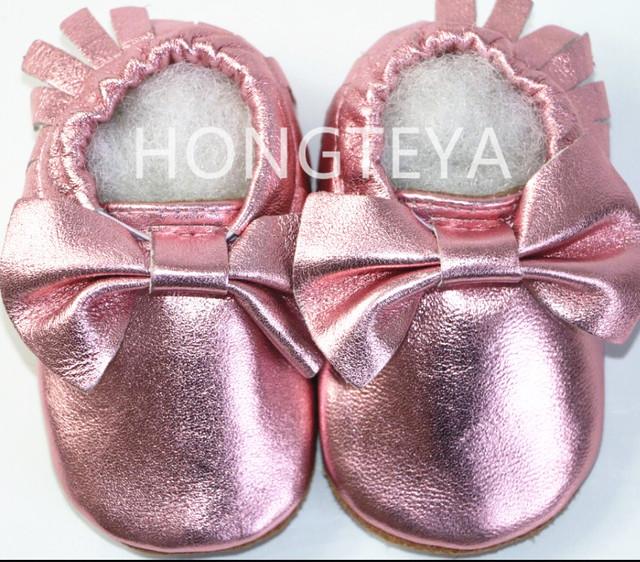 De Calidad superior metálico rosa genuino cuero suave suela suede fringe bebé arco mocasines niños niñas prewalker del bebé recién nacido bebé zapatos