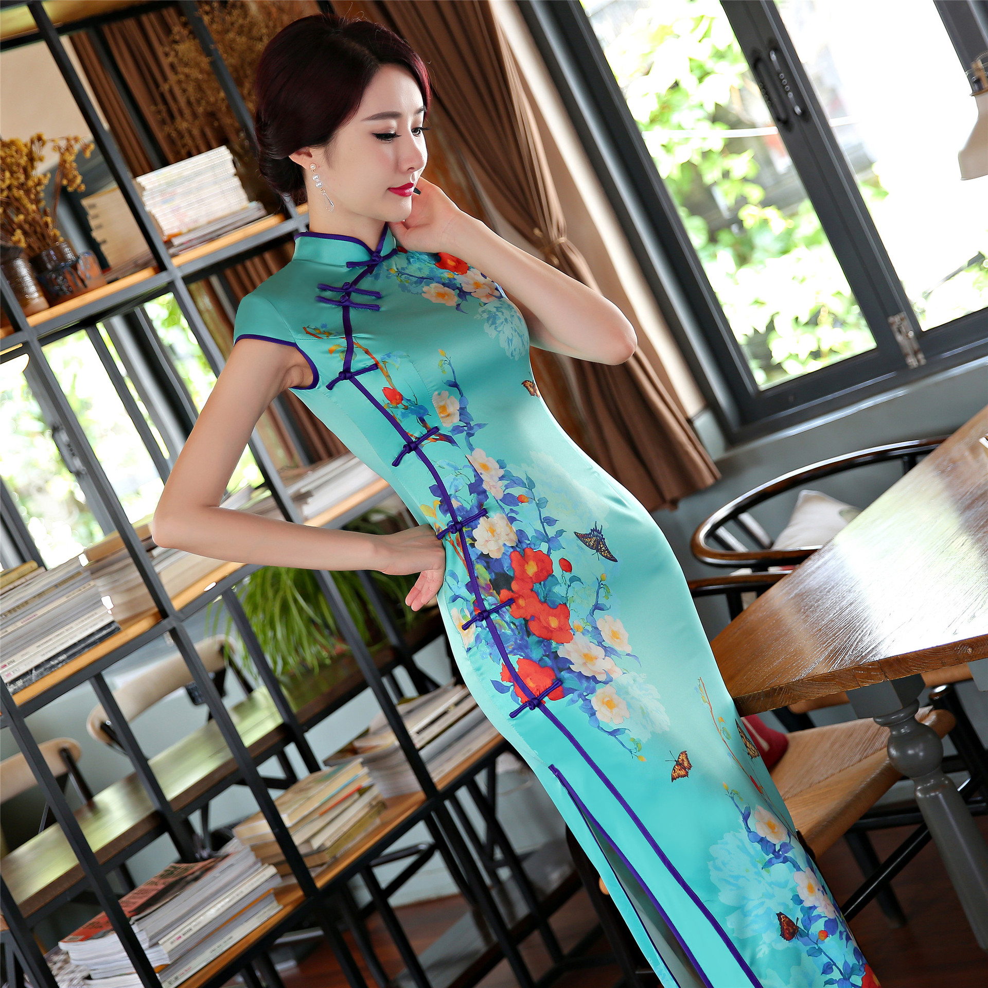 236192afaba34 2017 Nouvelle Imprimer Long Cheongsam Robe Moderne Qipao Robe Sexy Robes  Chinoises Chinois Robe Traditionnelle Robe Oriental Qi Pao dans Cheongsams  de ...