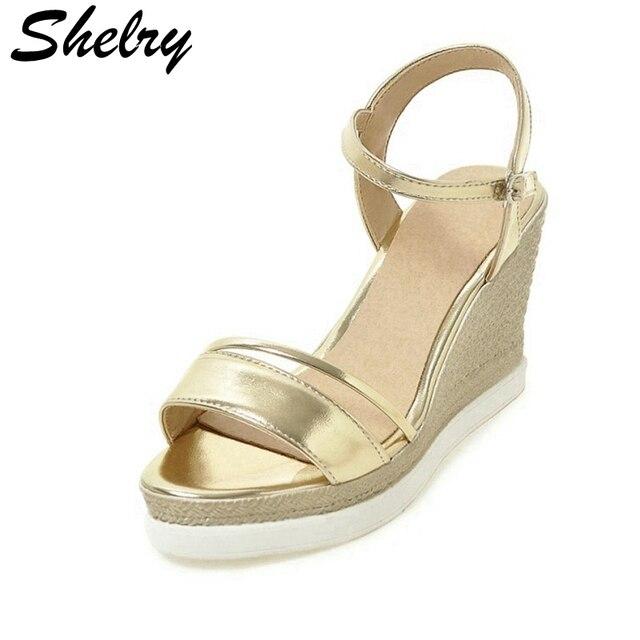più recente 9d732 aa2a3 US $56.0  Oro sandali con zeppa 2017 in morbida pelle di alta piattaforma  alta heeles sandali delle donne eleganti scarpe estive per le donne in Oro  ...
