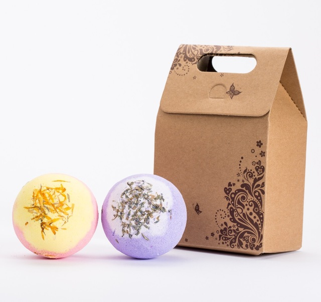 2X120g bath bombs, luxury bath experience , aromatic scents, moisturizing ingredients, handmade, gift sets.