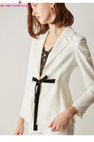 Для женщин Шумер зубчатый ленты Кнопка офисные Блейзер костюм белый повседневные деловые официальные костюмы и пиджаки E6015