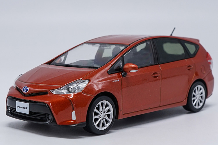 1:30 Diecast Model for Toyota PRIUS X Orange Wagon Alloy Toy Car Miniature Collection Gifts
