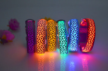 Svetelný LED obojok pre psa nylon Leopard škvrny blikajúca žiara domácke zvieratá Dark Pet obojky nočné svetlo nočné osvetlenie Pet Supplies