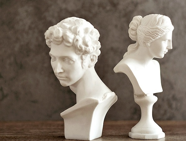 15cm Height Resin Sculpture Of Midici And Venus