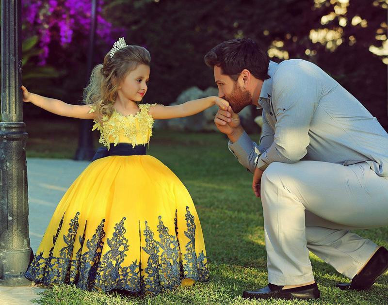 Cute Bright Yellow Ball Gown Black Appliques Flower Girl Dresses Vestido De Dama De Honra De Crianca Little Girls Pageant Dress