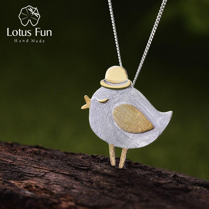 Kleiner Vogel mit Hut, gebürstet und teilvergoldet | 925 Anhänger 925 Ketten-Anhänger