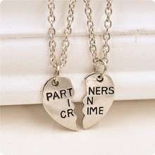 2017 New Broken Heart 2 pcs/set Couples Best Friends Aolly Pendant Necklace PARTNERS IN CRIME Necklace Friendship Gift