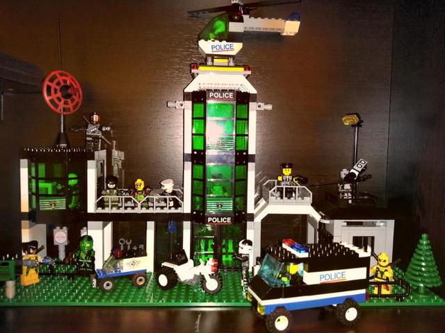 Model building kits compatible with lego city Hotel De Police 3D ...