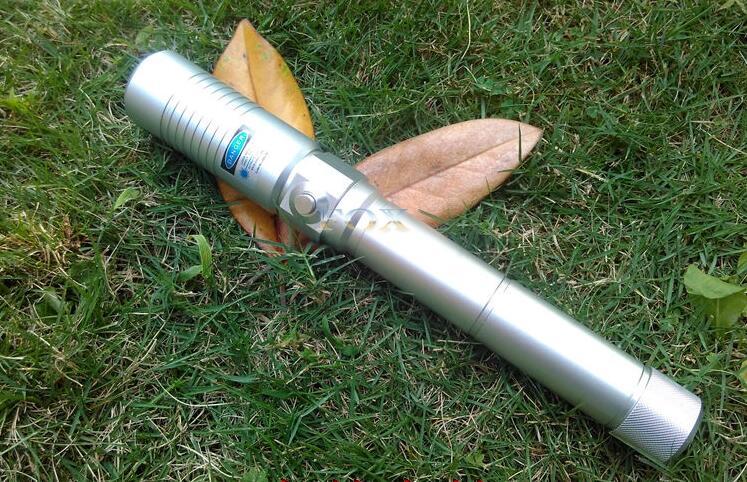 Le plus récent torche Laser brûlant le plus puissant 445nm 500000 m pointeur laser bleu focalisable brûler du papier avec boîte à clés livraison gratuite