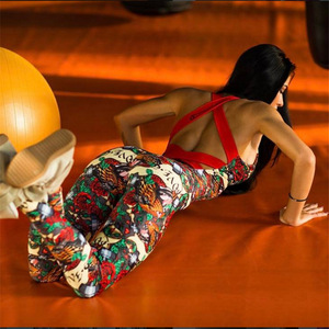 Image 1 - 여성 운동복 세트 요가 세트 앙상블 섹시한 체육관 착용 점프 슈트 꽃 꽃 여성 Tracksuit 러닝 의류 피트니스 스포츠 슈트