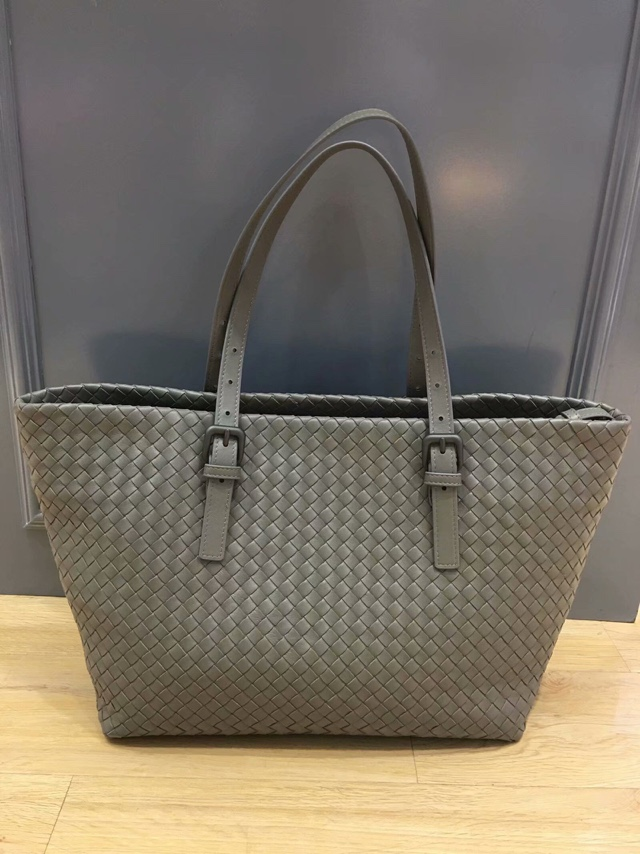 Chancelove designer woman leather handbags Sheepskin Woven bag High-quality Internal/external dermis large shopping bag woman bag material is a high quality varnish faux leather